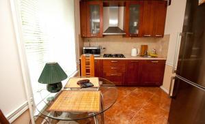 Кухня или мини-кухня в Business Brusnika Apartment Serpukhovskaya