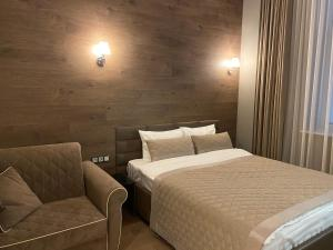 A bed or beds in a room at Апартаменты Мосфильмовская 53