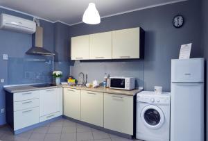 Кухня или мини-кухня в Apartments and flats Zona Komforta