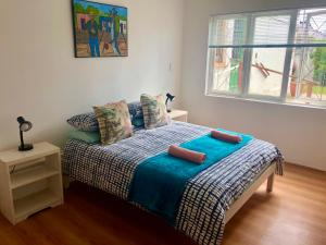 A bed or beds in a room at Hermanus Backpackers & Budget Accommodation