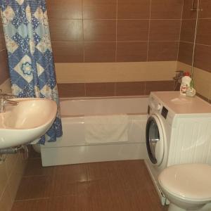 Ванная комната в Apartment on Voskresenskaya street