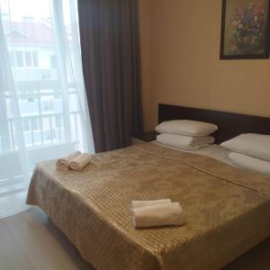 Кровать или кровати в номере Apartment on Voskresenskaya street