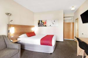 Кровать или кровати в номере Econo Lodge Griffith Motor Inn