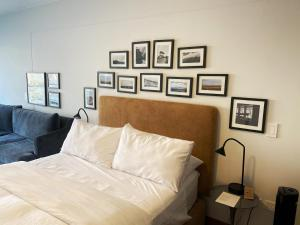 A bed or beds in a room at Wynwood House Mimosas
