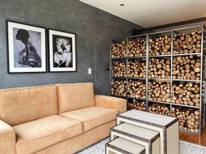 A seating area at Wynwood House Mimosas