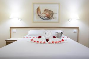 A bed or beds in a room at Dan Inn Sorocaba