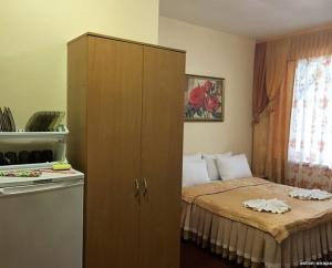 Кровать или кровати в номере Aston Hotel