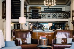 The lounge or bar area at The Oxford Hotel Downtown Denver