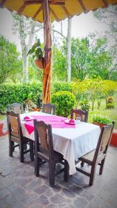 A restaurant or other place to eat at Hotel del Campo