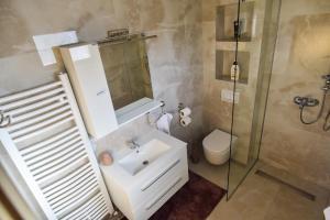 A bathroom at Apartman Felix