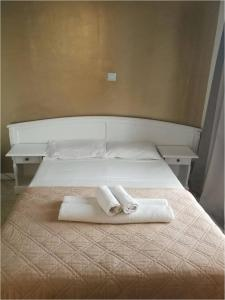 A bed or beds in a room at Miramare Hotel