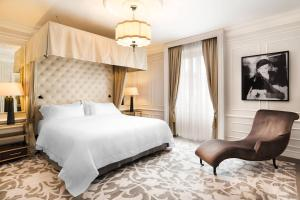 A bed or beds in a room at Hotel Maria Cristina, a Luxury Collection Hotel, San Sebastian