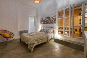 A bed or beds in a room at NOCNOC- Le Fortunio- Vieux Port & Place aux Huiles