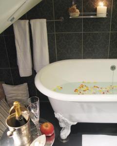 A bathroom at Boutique Hotel Mama