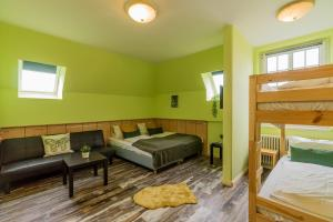 Cosy springy apartment with free parking