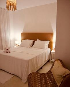 A bed or beds in a room at Monte Alegre Beach