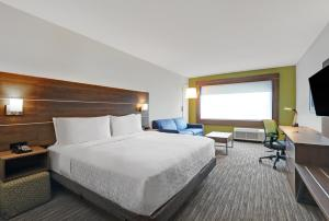 A bed or beds in a room at Holiday Inn Express - Kingston West, an IHG Hotel