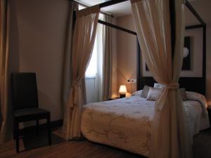 Un ou plusieurs lits dans un hébergement de l'établissement Hostal Beti-jai