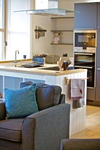 A kitchen or kitchenette at Northlight Apartments - The Loom