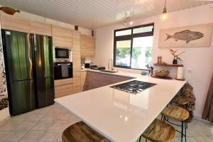 A cozinha ou cozinha compacta de Faré Mokalei