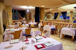 Ресторан / где поесть в HOTEL LELLA BAYA