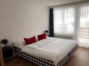 A bed or beds in a room at Saaserhof Apartments
