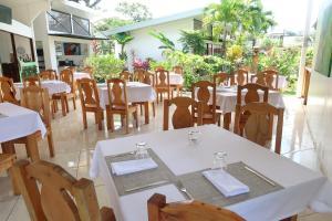 Un restaurante o sitio para comer en Hotel Secreto La Fortuna