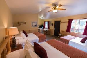 A bed or beds in a room at McKinley Creekside Cabins