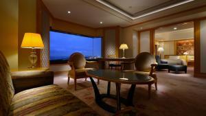 A seating area at Hotel New Otani Makuhari