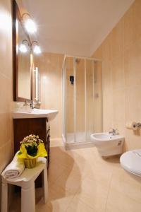 A bathroom at Hotel alle Mondine