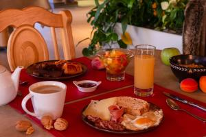 Breakfast options available to guests at Hôtel Macchi Restaurant & Spa