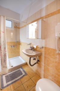 Ένα μπάνιο στο Sunrise Studios