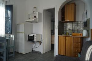 A kitchen or kitchenette at Coral Apartments