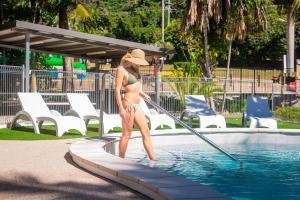 المسبح في BIG4 Whitsundays Tropical Eco Resort أو بالجوار