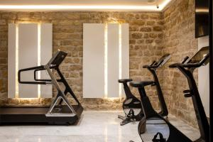 The fitness center and/or fitness facilities at Hôtel des Arts Montmartre