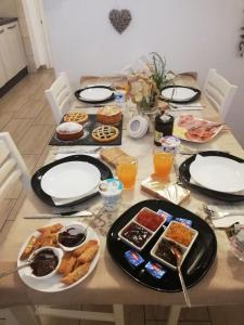 Breakfast options available to guests at B & B Eliana e Ristorante