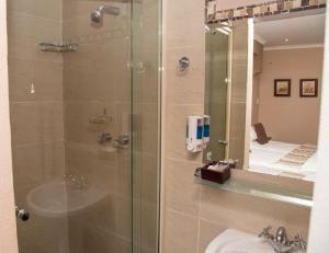 A bathroom at Collards B&B