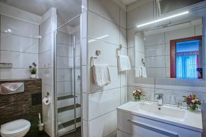 Ein Badezimmer in der Unterkunft Hotel Alte Laterne