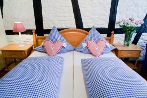 Ein Bett oder Betten in einem Zimmer der Unterkunft Hotel Alte Laterne