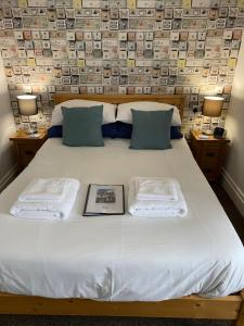 A bed or beds in a room at Willow Dene
