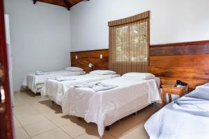 A bed or beds in a room at IPÊ Florido Parque Hotel