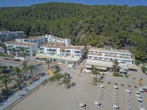 Een luchtfoto van Apartamentos Balansat