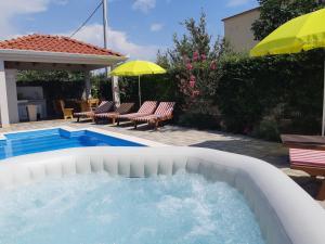 Bazén v ubytování Villa Petra nebo v jeho okolí