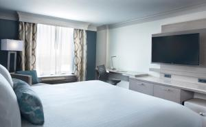 A bed or beds in a room at Rosen Centre Hotel Orlando Convention Center