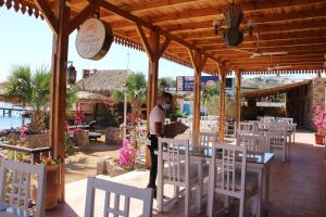 Ресторан / й інші заклади харчування у Sunshine Divers Club - Il Porto