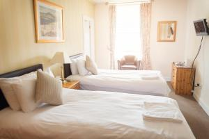 A bed or beds in a room at Elder York Guest House