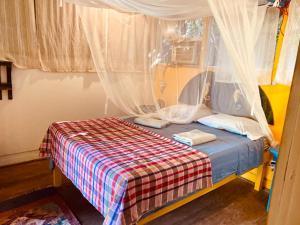 A bed or beds in a room at Hotel La Casa Rosada