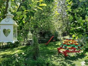 Детска площадка в Вила Пролет