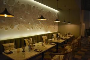 A restaurant or other place to eat at Ramada Plaza by Wyndham Tunis