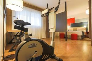 The fitness center and/or fitness facilities at TRYP By Wyndham Ribeirão Preto